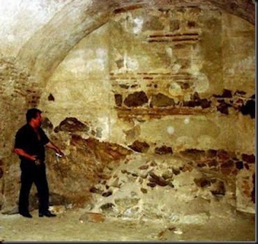 Una de las entradas a la cueva de Hercules 3