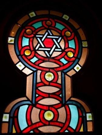 2761823-vitral-con-la-estrella-de-david-en-la-sinagoga-judia-interior