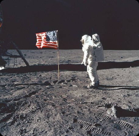 Neil-Armstrong-on-the-moon