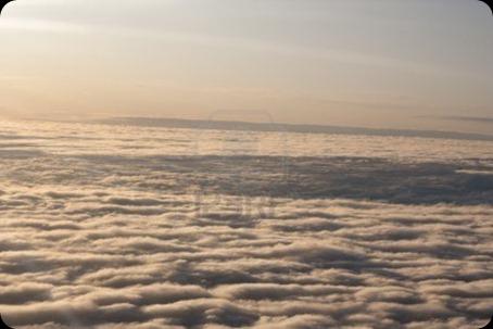 5885675-sunrise-en-el-cielo--lana-de-nubes