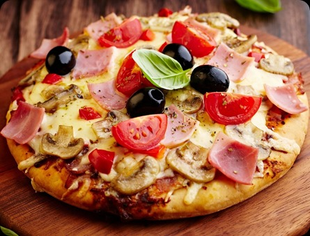pizza_cheese_paprika_onions_tomato_mushrooms_olives_sausage_43791_1920x1466